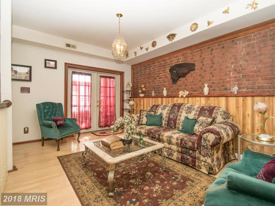 Transitional, Attach/Row Hse - BALTIMORE, MD (photo 5)