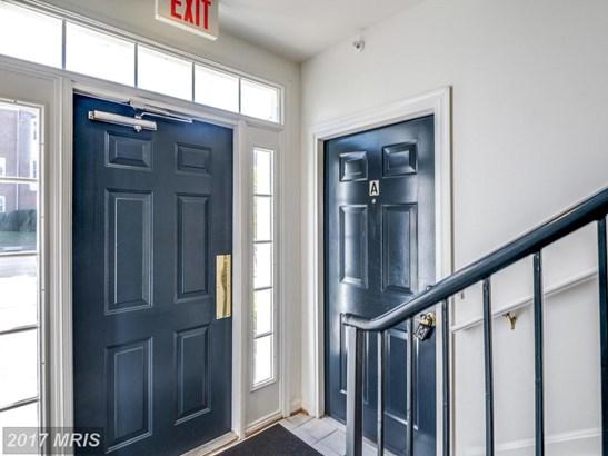 Garden 1-4 Floors, Traditional - LEESBURG, VA (photo 2)