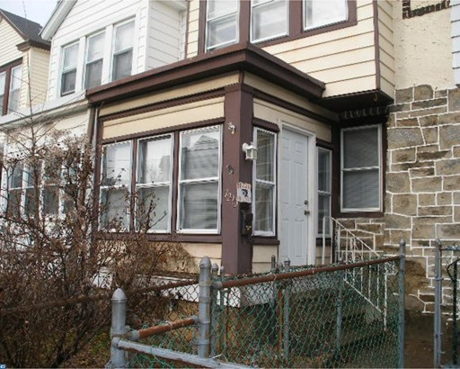 Row/Townhouse, StraightThru - UPPER DARBY, PA (photo 1)