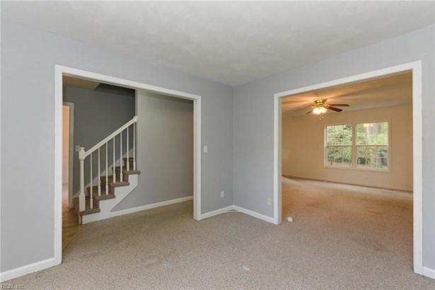 Transitional, Single Family - Norfolk, VA (photo 3)