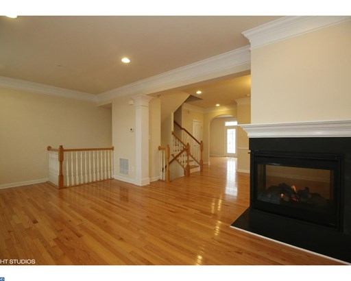 Row/Townhouse, Colonial - WEST CHESTER, PA (photo 3)