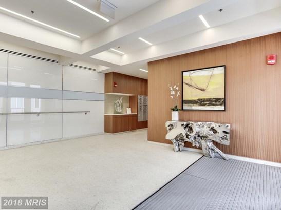 Mid-Rise 5-8 Floors, Contemporary - HYATTSVILLE, MD (photo 2)