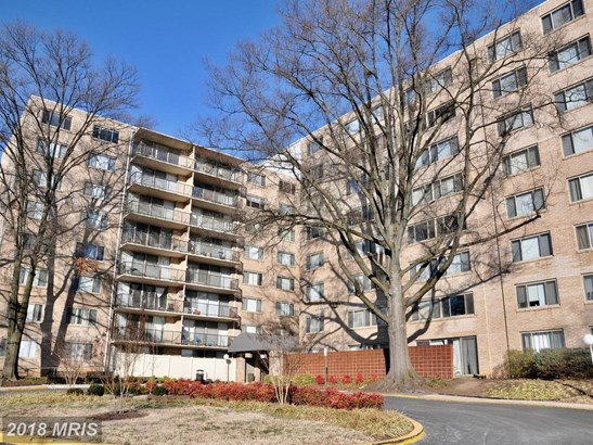 Mid-Rise 5-8 Floors, Traditional - HYATTSVILLE, MD (photo 1)