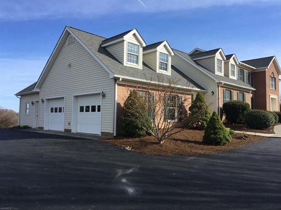 Traditional, Detached - Christiansburg, VA (photo 4)