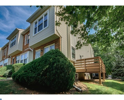 Row/Townhouse, Traditional,EndUnit/Row - NORRISTOWN, PA (photo 4)