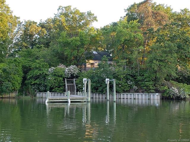 Cottage/Bungalow, Single Family - Deltaville, VA (photo 1)