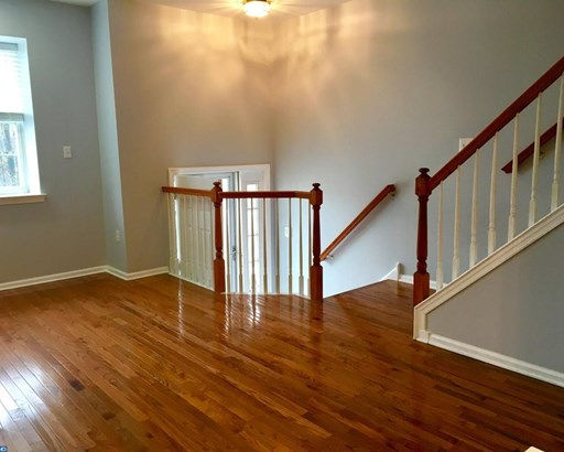 Colonial, Row/Townhouse/Cluster - ASTON, PA (photo 4)