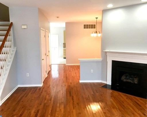 Colonial, Row/Townhouse/Cluster - ASTON, PA (photo 5)