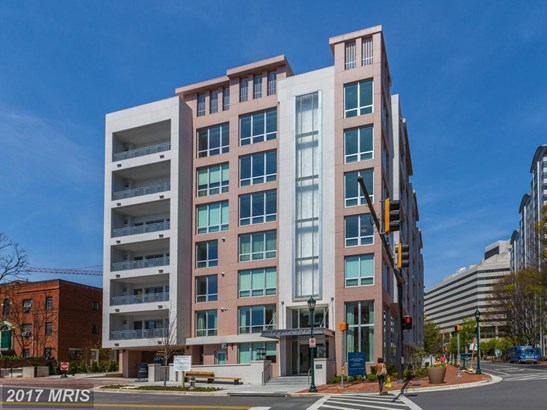 Mid-Rise 5-8 Floors, Contemporary - BETHESDA, MD (photo 3)