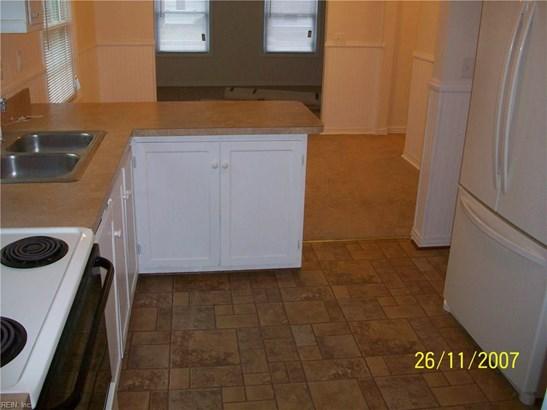 Cottage, Single Family - Hampton, VA (photo 5)