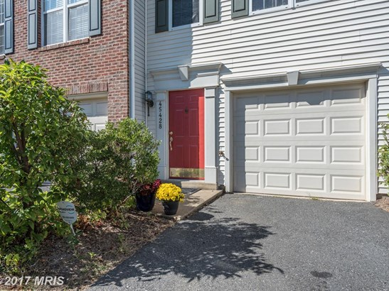 Townhouse, Traditional - STERLING, VA (photo 2)