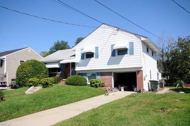 Tri-Level, Single Family - Hampton, VA (photo 1)