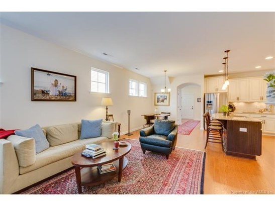 Transitional, Single Family - Hayes, VA (photo 3)