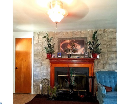 Row/Townhouse, Colonial,EndUnit/Row - NORRISTOWN, PA (photo 2)