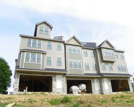 Row/Townhouse, Traditional - WEST CONSHOHOCKEN, PA (photo 3)