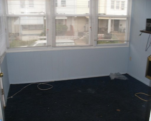 Row/Townhouse, StraightThru - UPPER DARBY, PA (photo 2)