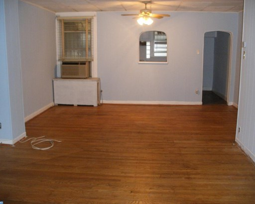 Row/Townhouse, StraightThru - UPPER DARBY, PA (photo 3)