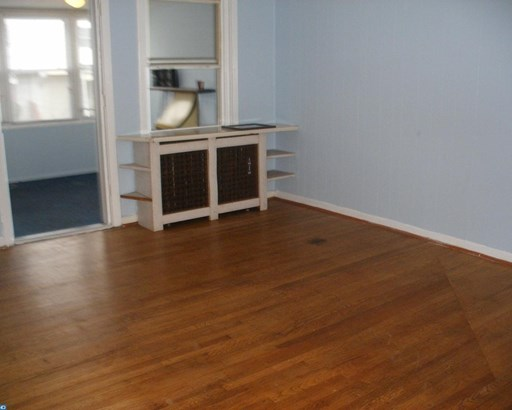Row/Townhouse, StraightThru - UPPER DARBY, PA (photo 4)