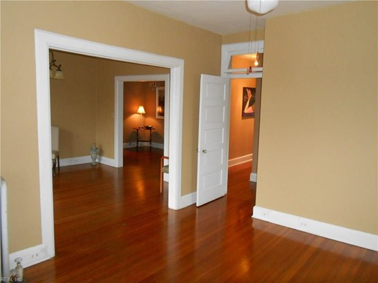 Apartment, Traditional, Single Family - Norfolk, VA (photo 5)