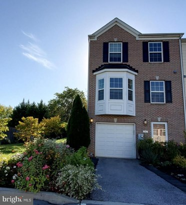 Townhouse, End of Row/Townhouse - MARTINSBURG, WV