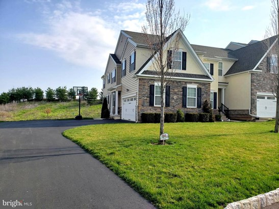 Townhouse, End of Row/Townhouse - LANSDALE, PA