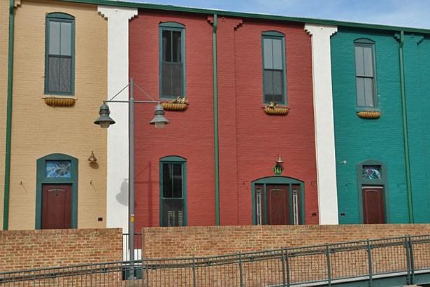 Townhouse - Roanoke, VA (photo 2)