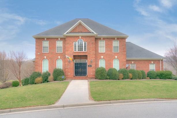 Residential, Colonial - Radford, VA (photo 1)