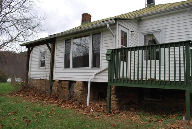 Residential, 4 Level Split - Bedford, VA (photo 3)