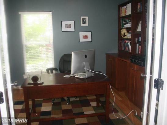 Contemporary, Attach/Row Hse - HYATTSVILLE, MD (photo 3)