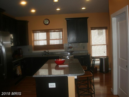 Contemporary, Attach/Row Hse - HYATTSVILLE, MD (photo 4)