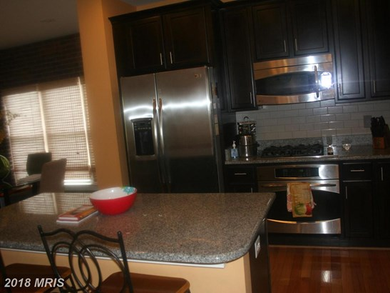 Contemporary, Attach/Row Hse - HYATTSVILLE, MD (photo 5)
