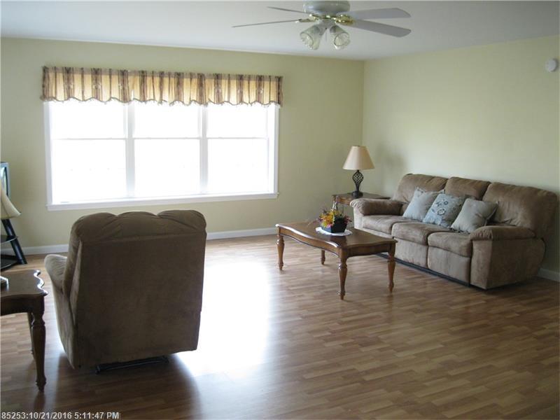 Condominium - Pittsfield, ME (photo 4)