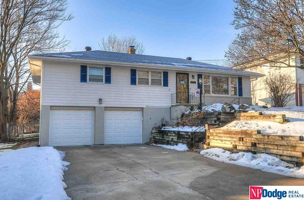 Raised Ranch, Single Family Residence - Omaha, NE