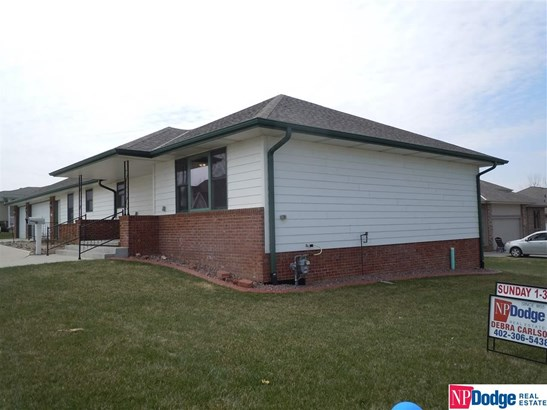 Detached Housing, Ranch - Springfield, NE (photo 2)