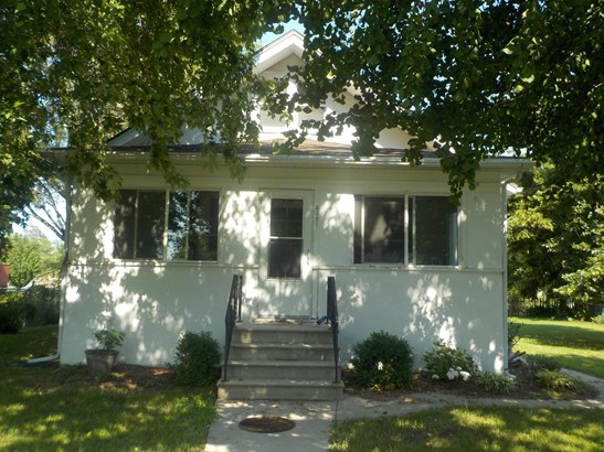 1.5 Story, Single Family Residence - CARTER LAKE, IA