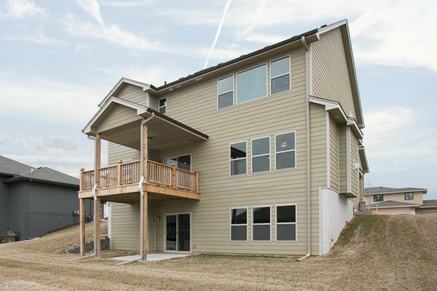 Single Family Residence, 2 Story - COUNCIL BLUFFS, IA (photo 3)