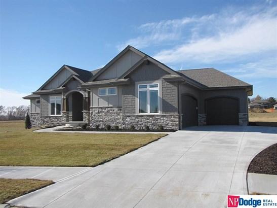 Attached Housing, Ranch - Gretna, NE (photo 3)