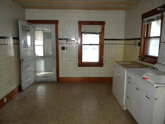 Single Family Residence, 2 Story - MALVERN, IA (photo 3)