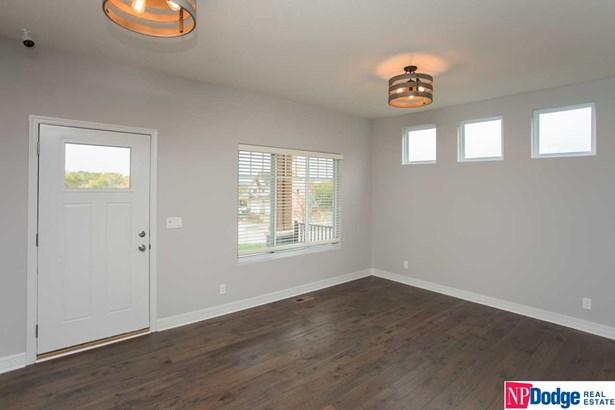 Detached Housing, 2 Story - Council Bluffs, IA (photo 2)
