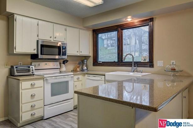 Detached Housing, 2 Story - Bellevue, NE (photo 2)