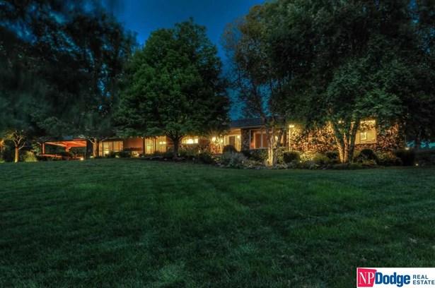 Raised Ranch, Single Family Residence - Elkhorn, NE