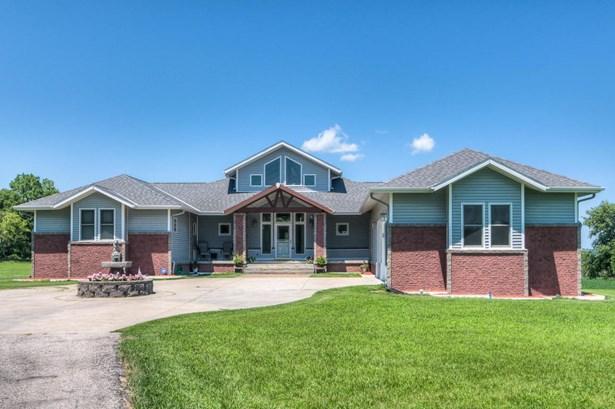Raised Ranch, Single Family Residence - MISSOURI VALLEY, IA