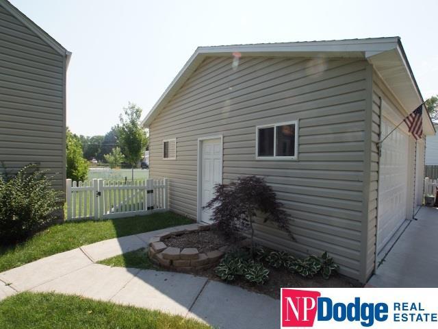 Detached Housing, Split Entry - Carter Lake, IA (photo 3)