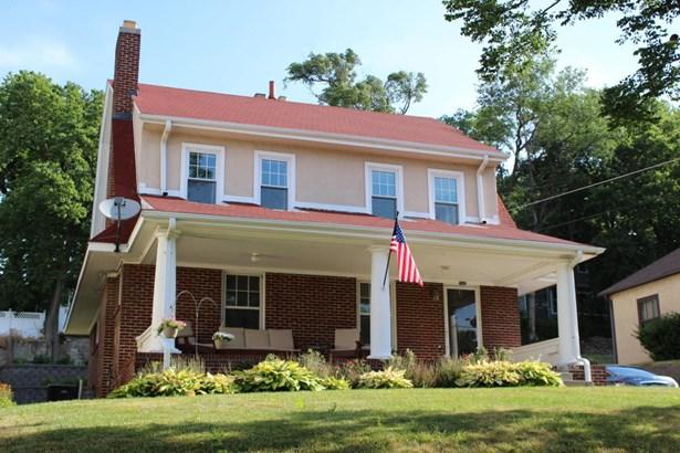 Single Family Residence, 2.5 Story - MISSOURI VALLEY, IA (photo 1)