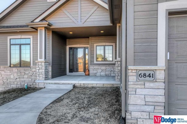 Detached Housing, Ranch - Bennington, NE (photo 2)