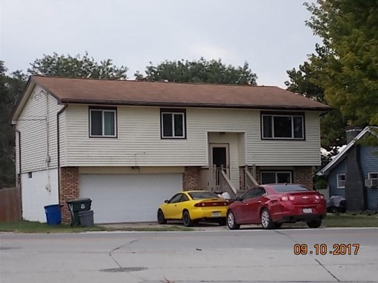 Split Entry, Single Family Residence - COUNCIL BLUFFS, IA (photo 1)
