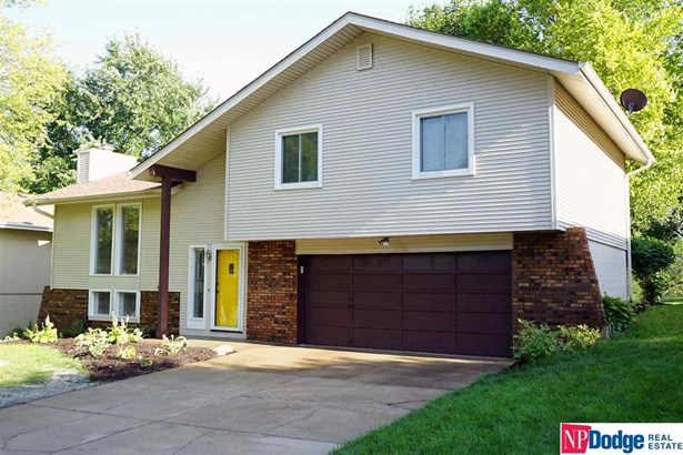 Detached Housing, Tri-Level - Omaha, NE (photo 2)