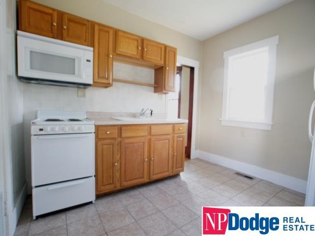 Detached Housing, Bungalow - Omaha, NE (photo 4)