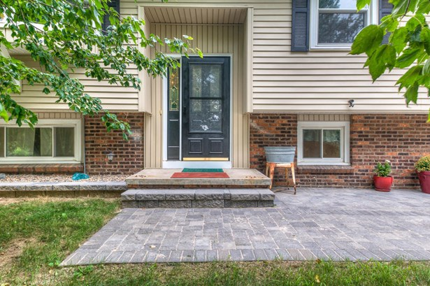 Split Entry, Single Family Residence - TREYNOR, IA (photo 3)