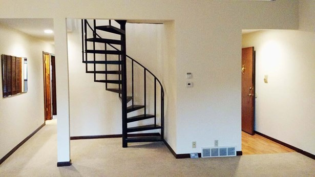 Condo/Townhouse 3rd Floor & Above, 1.5 Story - COUNCIL BLUFFS, IA (photo 1)